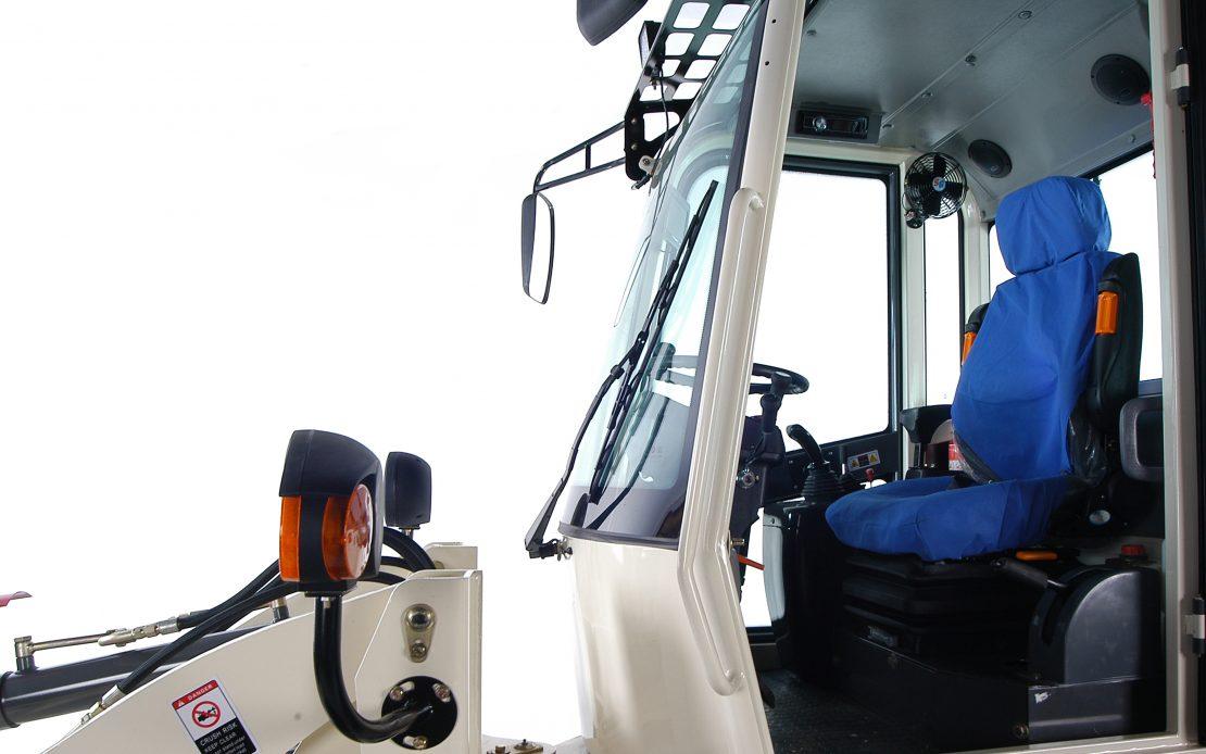 Kolový nakladač ZL 10 detail kabina