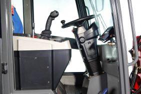 Kolový Nakladač HZM 825 Detail Kabina 2