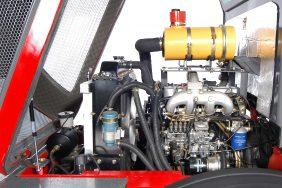 Kolový Nakladač HZM 825 Detail Motor Zprava